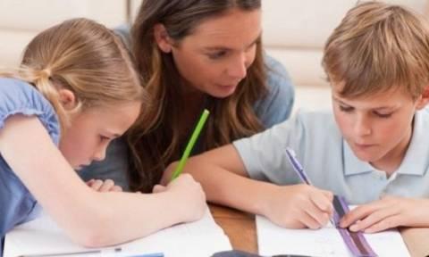 Julie Lythcott-Haims: «Δεν είμαστε καλοί γονείς επειδή υπερπροσπαθούμε» - Δείτε το υπέροχο βίντεο