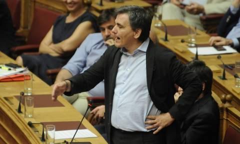 Άγριος καβγάς στη Βουλή - Τσακαλώτος: Είσαι χυδαίος, ντροπή σου! (vid)