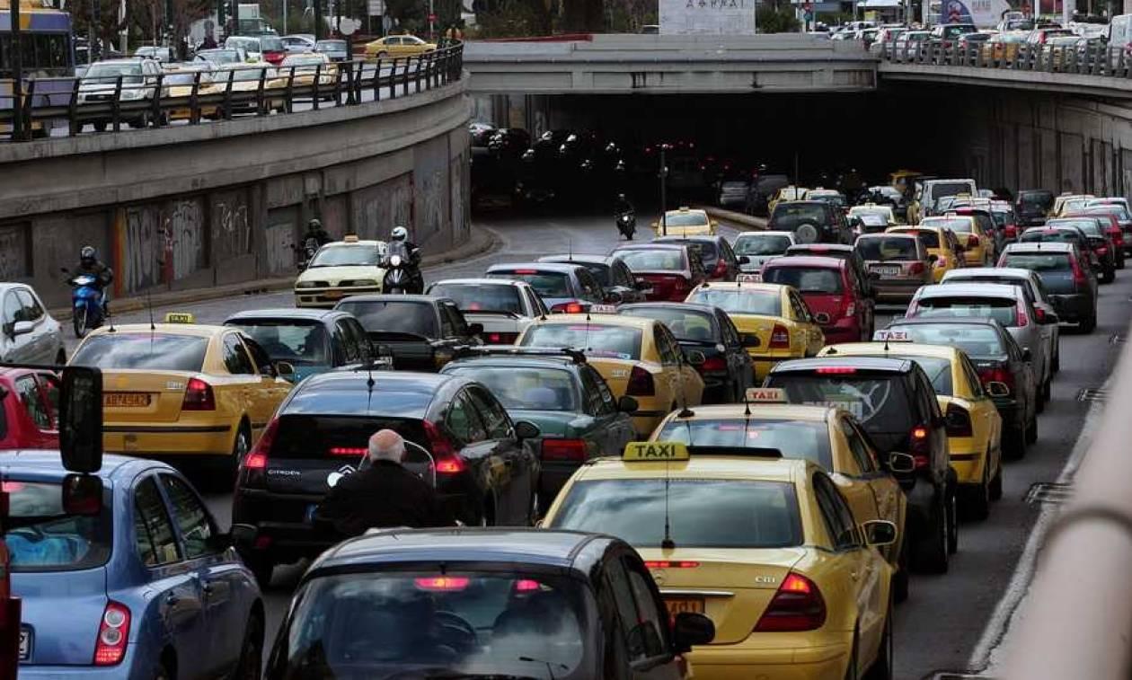 ΥΠΟΙΚ: Καμία αλλαγή στα τέλη κυκλοφορίας - Δείτε για ποιους εξετάζονται ελαφρύνσεις
