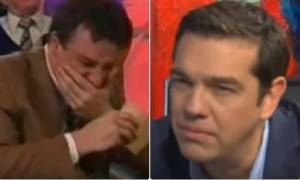 Έξαλλος ο Τσίπρας: Δημοσιογράφος ξέσπασε σε γέλια ενώ του έπαιρνε συνέντευξη - Δείτε το βίντεο