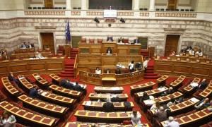 Άγρια κόντρα στη Βουλή για τα προαπαιτούμενα - Βαριές κουβέντες και... γιαλαντζί αντάρτικο