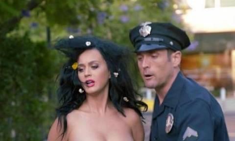 Η Katy Perry γυμνή προτρέπει τους Αμερικανούς να ψηφίσουν Χίλαρι (vid)