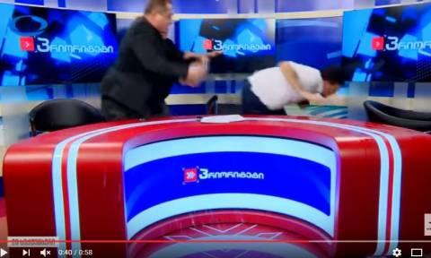 Άγριο ξύλο σε ζωντανό τηλεοπτικό ντιμπέιτ πολιτικών στη Γεωργία (Vids)