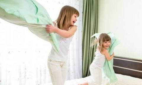 Ο πραγματικός λόγος που τα παιδιά συμπεριφέρονται άσχημα όταν είναι οι μαμάδες τους μαζί