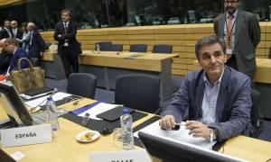 «Τρέχει» πάλι η κυβέρνηση για να λάβει την υποδόση των 2,8 δισ. ευρώ