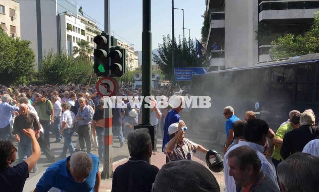 Греческая милиция применила слезоточивый газ против протестующих пожилых людей