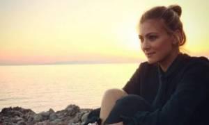 Δέσποινα Καμπούρη: Η Έλενα κρατά στην αγκαλιά της τη μικρή Χριστίνα και της τραγουδά νανούρισμα