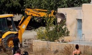 Στα ίχνη του μικρού Μπεν: Φωτογραφίες από την κατεδάφιση της αγροικίας που μπορεί να κρύβει τον τάφο