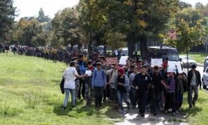 Σερβία: Πρόσφυγες άρχισαν με τα πόδια το ταξίδι τους προς την Ευρώπη