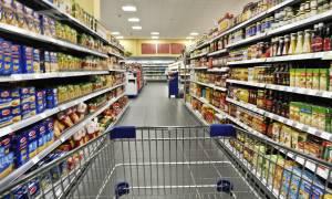 Η φτώχεια «γονατίζει» τους Έλληνες: Κόψαμε τον καφέ, το ψωμί και το κρέας!