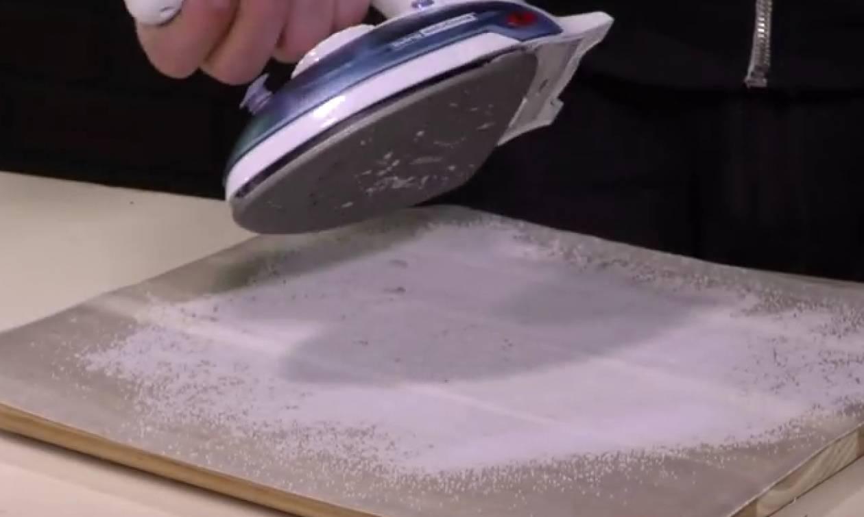 Εριξε χοντρό αλάτι στο νεροχύτη του. Το αποτέλεσμα θα σας ξαφνιάσει (video)