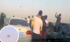 Εξωγήινοι στην Κίνα, έκαναν τους οδηγούς σε λεωφόρο να βγουν από τα αυτοκίνητά τους... (video)