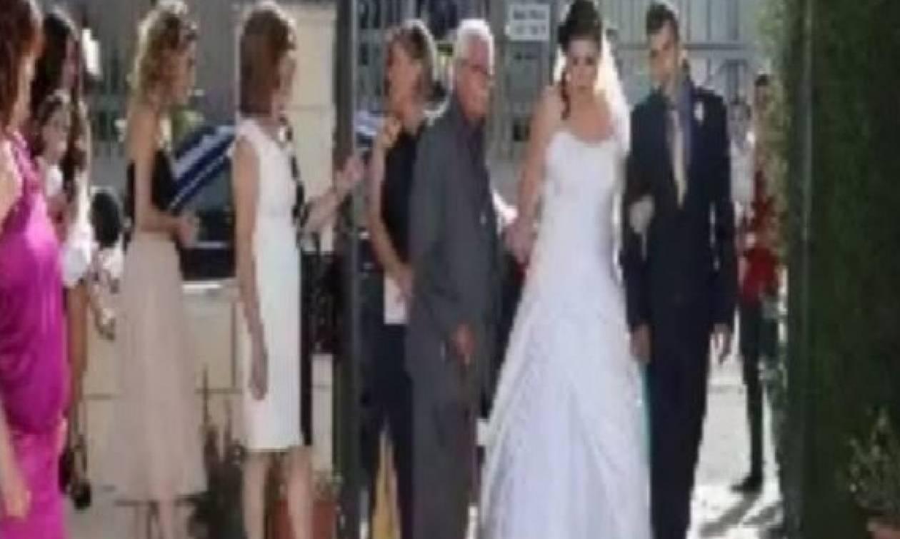 Ανατριχίλα: Τη νύφη συνόδευε στο γάμο ο νεκρός πατέρας της