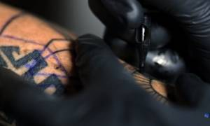 Δείτε πώς γίνεται το τατουάζ σε αργή κίνηση (vid)