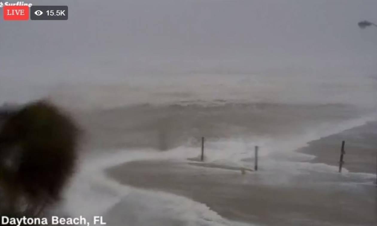 Τυφώνας Μάθιου: Δείτε LIVE εικόνα από το καταστροφικό πέρασμα του τυφώνα στη Φλόριντα