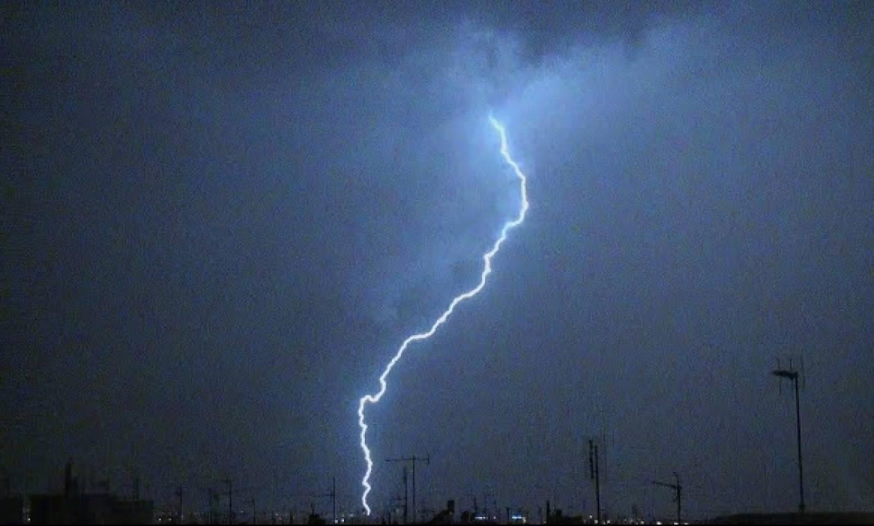 Ισχυρή καταιγίδα έπληξε την Αττική - Δεκάδες κλήσεις στην Πυροσβεστική