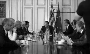 Κυβέρνηση ΣΥΡΙΖΑ: Περιοδεύων θίασος με έργο τη συνταγματική αναθεώρηση