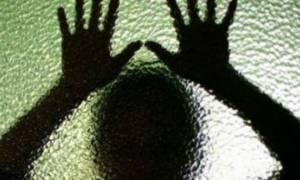 Δεν το χωράει ο νους: 29χρονος βίασε την ίδια του τη μάνα