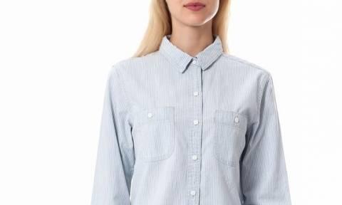 Το τζιν πουκάμισο που θα γίνει το αγαπημένο σου style item για κάθε σεζόν!