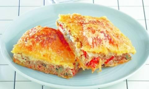 Κιμαδόπιτα με λαχανικά και... ό,τι τυρί έχετε στο ψυγείο!