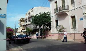 Θρίλερ στα Χανιά: Άνδρας ανέβηκε σε ταράτσα και αρνείται να κατέβει