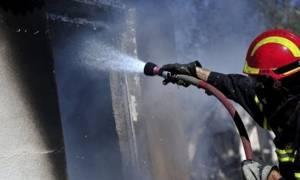 Αστυνομικοί έσωσαν άστεγο από φλεγόμενο κτήριο στην Κόρινθο
