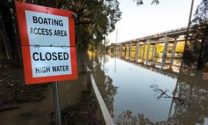 ΗΠΑ: Εκατοντάδες εγκλωβισμένοι από τις πλημμύρες που προκάλεσε ο τυφώνας Μάθιου (pics)