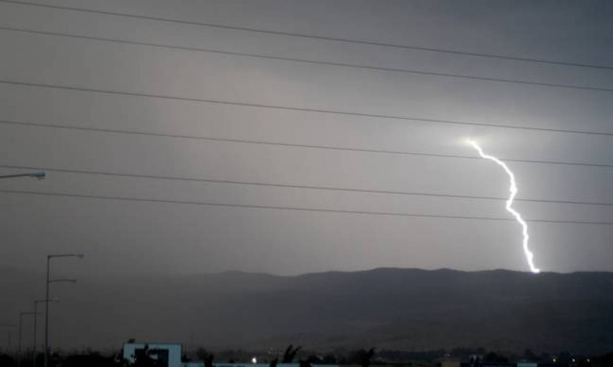 Καιρός: Με ισχυρές καταιγίδες, χαλάζι και θυελλώδεις ανέμους η Τρίτη (pics)