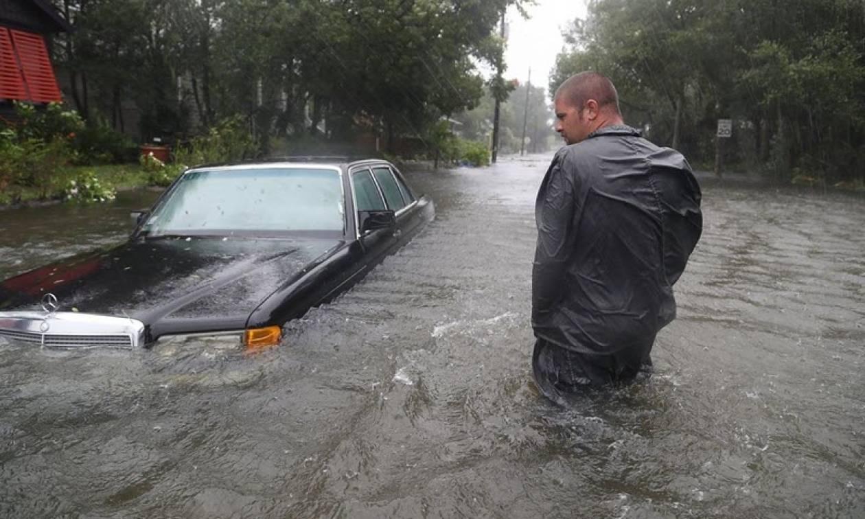 Μετράνε πληγές από τον τυφώνα Μάθιου - Χιλιάδες οι εγκλωβισμένοι στη Βόρεια Καρολίνα