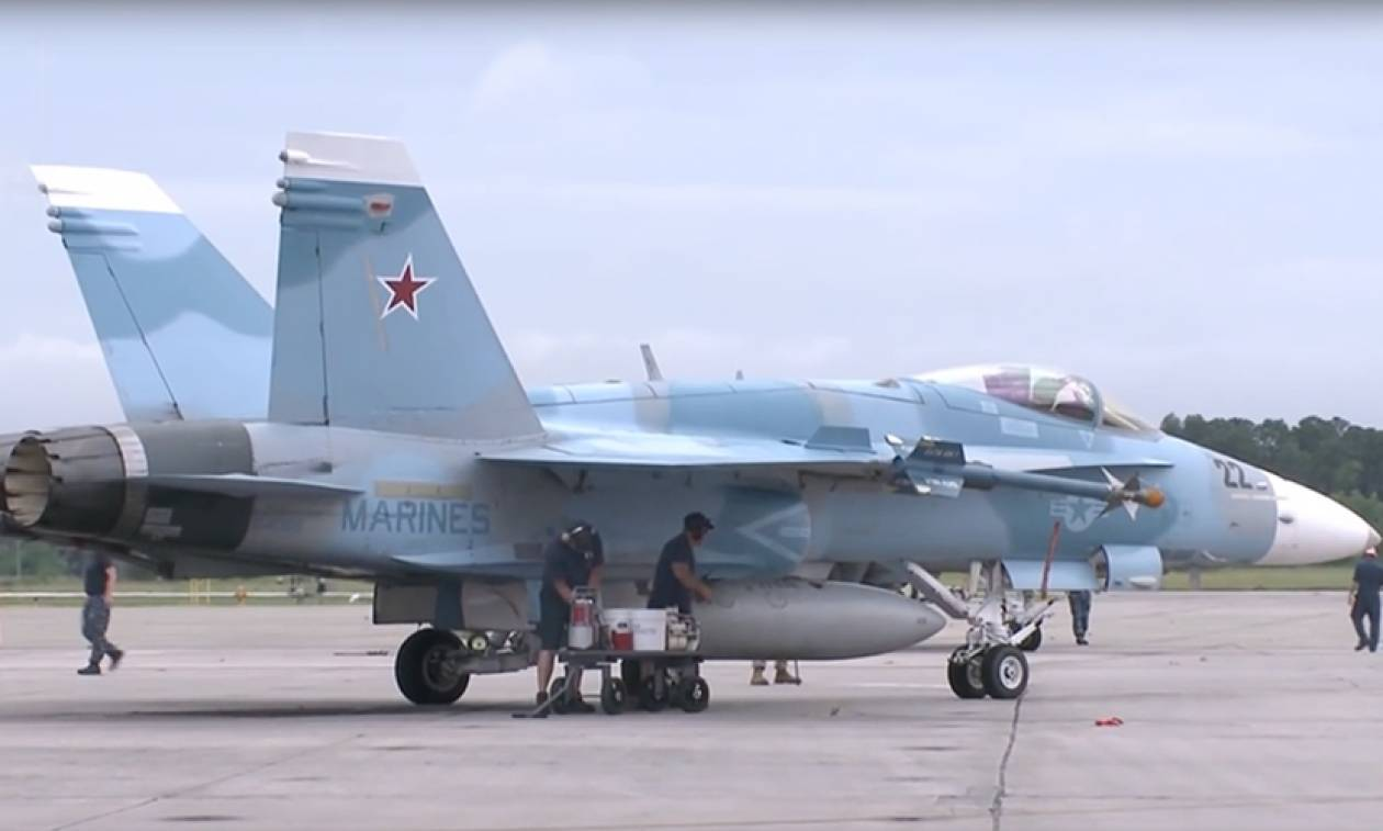 «Προβοκάτσια;» Αεροσκάφη των ΗΠΑ με ρωσικά χρώματα βάζουν «φωτιά» σε θεωρίες συνομωσίας (Pics)