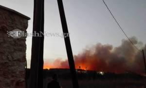 Χανιά: Δύσκολη νύχτα στον Πλάτανο Κισάμου απο την πύρινη λαίλαπα - Απειλήθηκαν σπίτια (vid)