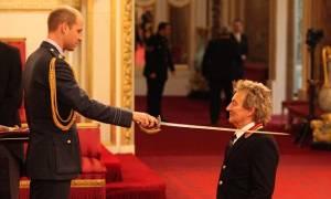 Βρετανία: Ο Ροντ Στιούαρτ χρίστηκε ιππότης από τον πρίγκιπα Ουίλιαμ! (vid)