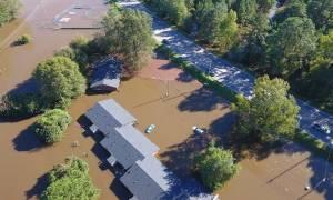 Τυφώνας Μάθιου: Κάτω από τα λασπόνερα παραμένει η Β. Καρολίνα από την υπερχείλιση των ποταμών
