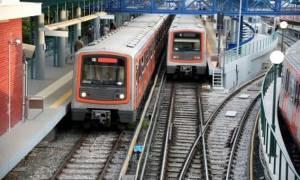 Φρίκη στην Καλλιθέα: Έκοψε τις φλέβες του κι έπεσε στις γραμμές του τρένου (pics)