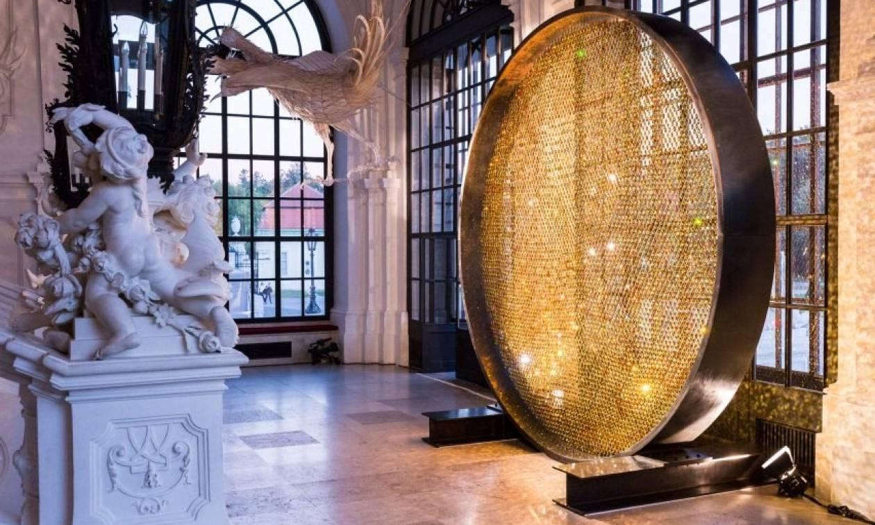 Εντυπωσιακό: Ένας «ήλιος» από 8.000 κρύσταλλα Swarovski! (pics)
