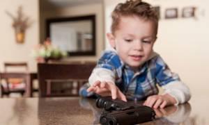 Σοκ στις ΗΠΑ: Ένα παιδί χάνει τη ζωή του κάθε δεύτερη μέρα από εκπυρσοκρότηση όπλου!