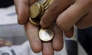 Σοκ: Έξτρα φόροι για μισθούς και συντάξεις των 700 ευρώ