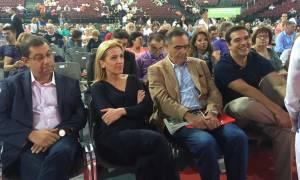 2ο Συνέδριο ΣΥΡΙΖΑ: Ο Τσίπρας μοιράζει χαμόγελα με τον ανασχηματισμό ανά χείρας (pics)