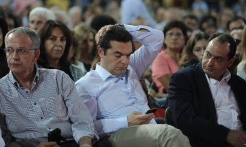 «Χαμός» στο συνέδριο του ΣΥΡΙΖΑ: Πώς ο Τσίπρας κατάφερε να αλλάξει αποτέλεσμα ψηφοφορίας