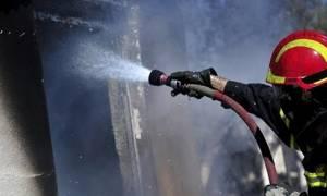 Θρίλερ στο Γαλάτσι – Φωτιά σε πολυκατοικία: Απομακρύνθηκαν 20 ένοικοι, κάηκαν 10 αυτοκίνητα