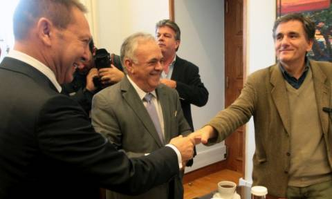 Συνάντηση Τσακαλώτου - Δραγασάκη - Στουρνάρα για αξιολόγηση και χρέος
