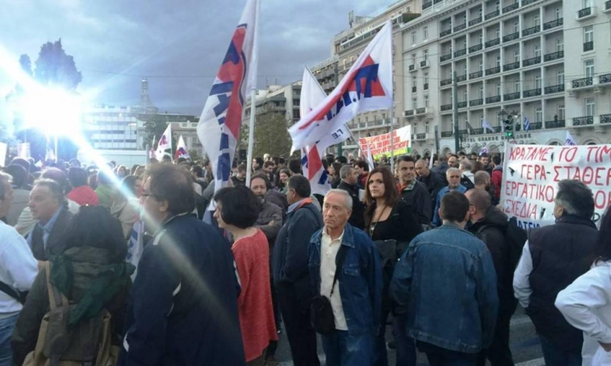 Ολοκληρώθηκε το συλλαλητήριο διαμαρτυρίας στο Σύνταγμα με φόντο τα εργασιακά