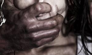 Φρίκη: Νεαρός μετανάστης βίασε 90χρονη στη μέση του δρόμου