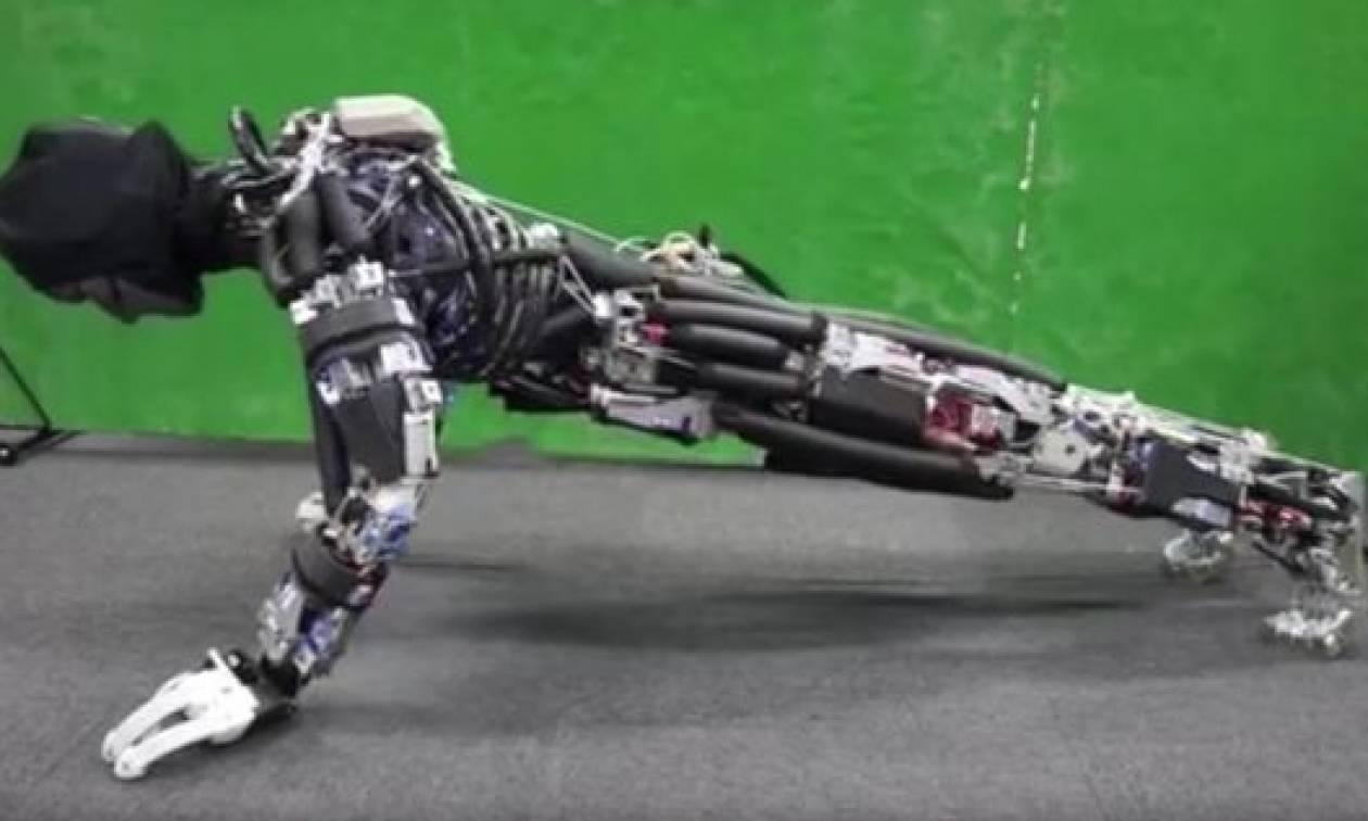 Δείτε το πρώτο ρομπότ που κάνει push-ups και… ιδρώνει (video)