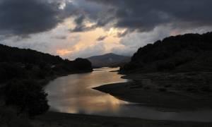 «Αγρίεψε» ο καιρός: Απότομη πτώση της θερμοκρασίας και βροχές