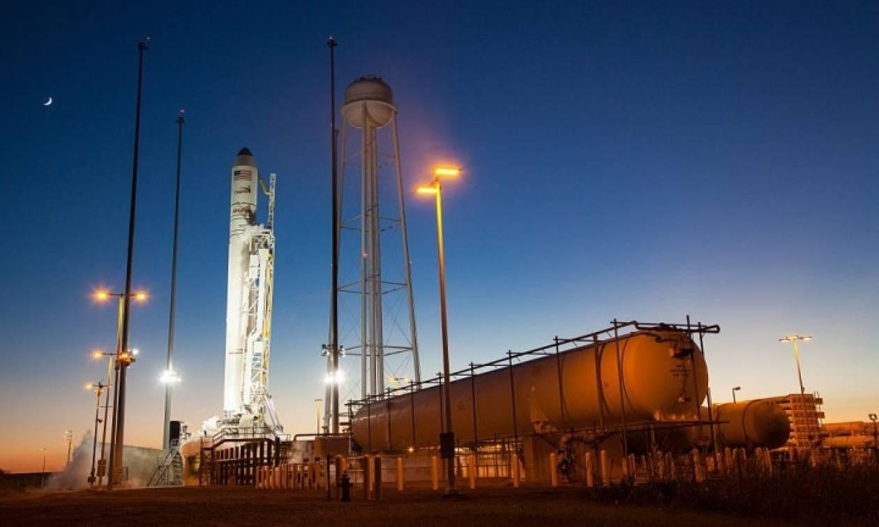 Εκτοξεύτηκε ο πύραυλος Antares που μεταφέρει εφόδια στο Διεθνή Διαστημικό Σταθμό (vid)