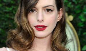 Anne Hathaway: Γύρισε στο φυσικό της hairlook!