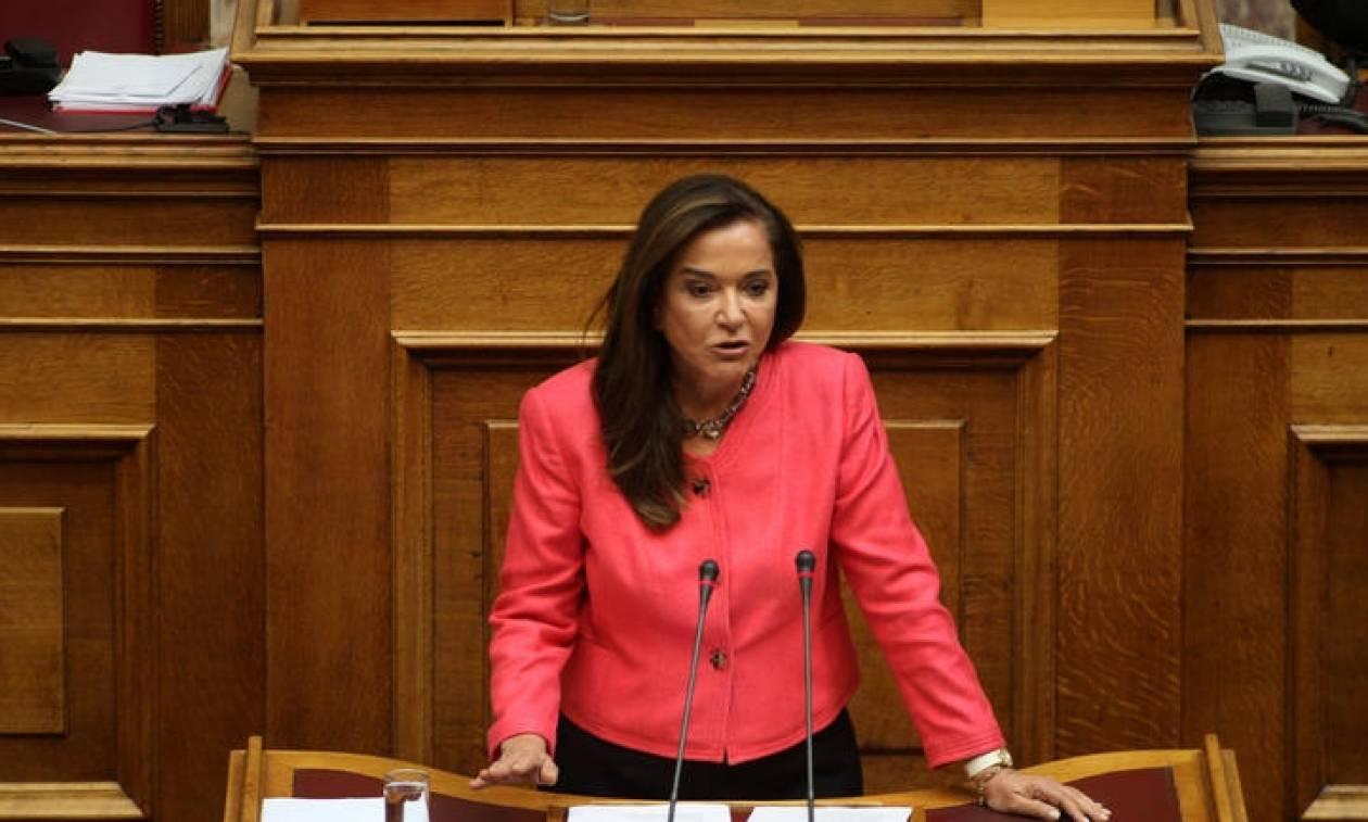 Εικόνα διάλυσης στο ΥΠΕΞ καταγγέλλει η Ντόρα Μπακογιάννη