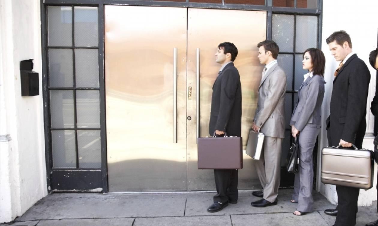 Κατέρρευσε η αγορά εργασίας: «Μαύρο» τοπίο με ανεργία και υποαπασχόληση