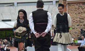 Ομογενείς της Αυστραλίας στην πασαρέλα με παραδοσιακές στολές  από την Ελλάδα